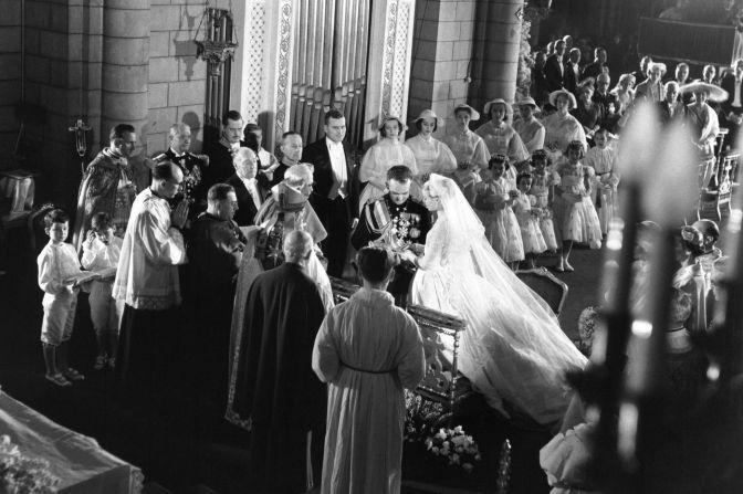 Projection d'images inédites du prince Rainier III et de son mariage avec Grace Kelly à Monaco